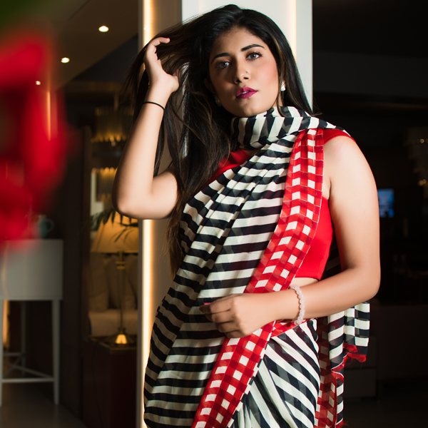 Elegant Red stripe Printed Faux Georgette Saree With Blouse Piece